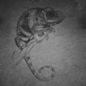 Grey chameleon tee large unisex